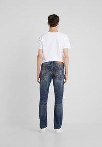 True Religion - ROCCO SUPER NO FLAP  - Jeans Slim Fit - light dust - 2