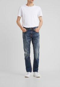 True Religion - ROCCO SUPER NO FLAP  - Jeans Slim Fit - light dust - 0