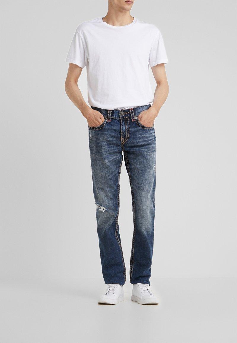 True Religion - ROCCO SUPER NO FLAP  - Jeans Slim Fit - light dust