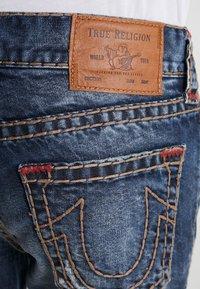 True Religion - ROCCO SUPER NO FLAP  - Jeans Slim Fit - light dust - 5