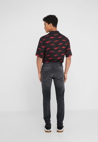 True Religion - ROCCO SUPER STRETCH - Džíny Slim Fit - black - 2