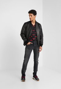 True Religion - ROCCO SUPER STRETCH - Džíny Slim Fit - black - 1