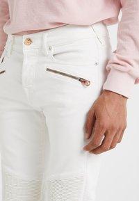 True Religion - ROCCO BIKER - Jeans slim fit - white - 3