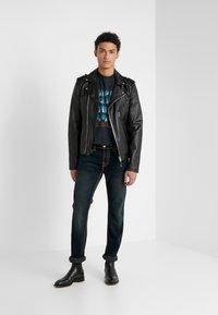 True Religion - ROCCO NO FLAP SUPER  - Jeans straight leg - dark blue denimn - 1