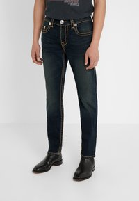True Religion - ROCCO NO FLAP SUPER  - Jeans straight leg - dark blue denimn - 0