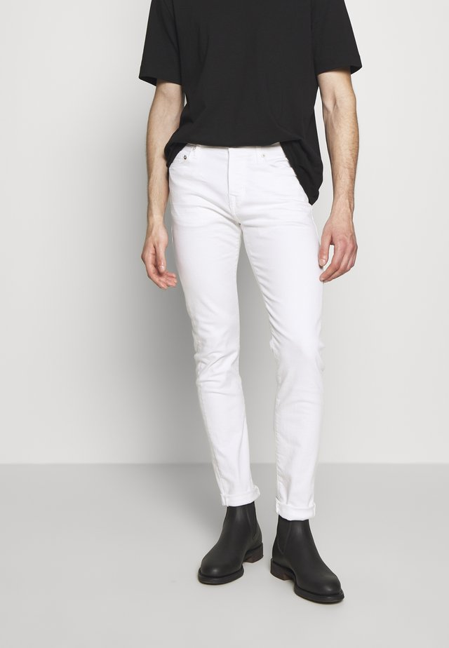 ROCCO TRADITIONAL - Džíny Straight Fit - white