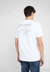 True Religion - SEASONAL PUFF TEE - T-shirt med print - white - 2