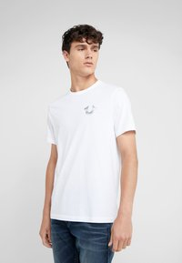 True Religion - SEASONAL PUFF TEE - T-shirt med print - white - 0