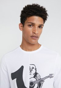 True Religion - LOGO  - Camiseta de manga larga - white - 3