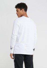 True Religion - LOGO  - Camiseta de manga larga - white - 2