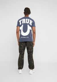 True Religion - CREW - T-shirts med print - dress blue - 2