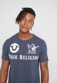 True Religion - CREW - T-shirts med print - dress blue - 3