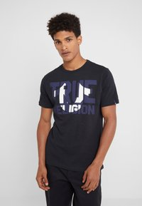 True Religion - CREW BLOCK - Triko s potiskem - black - 0