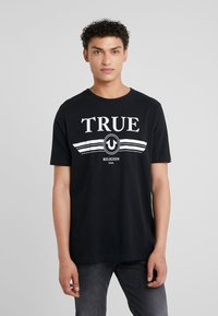 True Religion - BASIC TRUCCI - Triko spotiskem - black - 0
