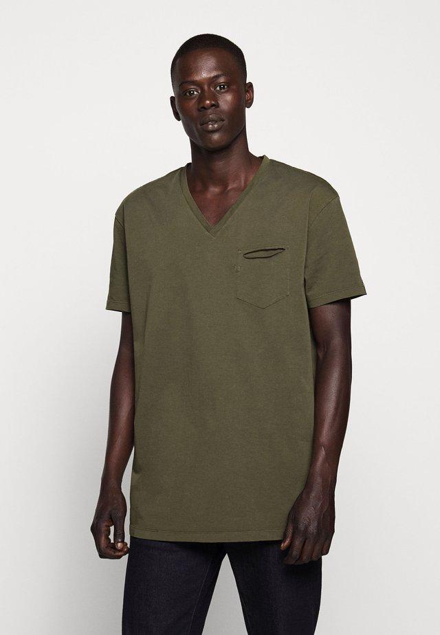 V-NECK - Jednoduché triko - olive