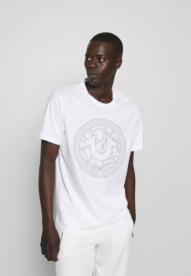 CREW NECK BRANDED - Print T-shirt - white