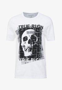 True Religion - EMBELLISHED SKULL TEE - Triko spotiskem - white - 4