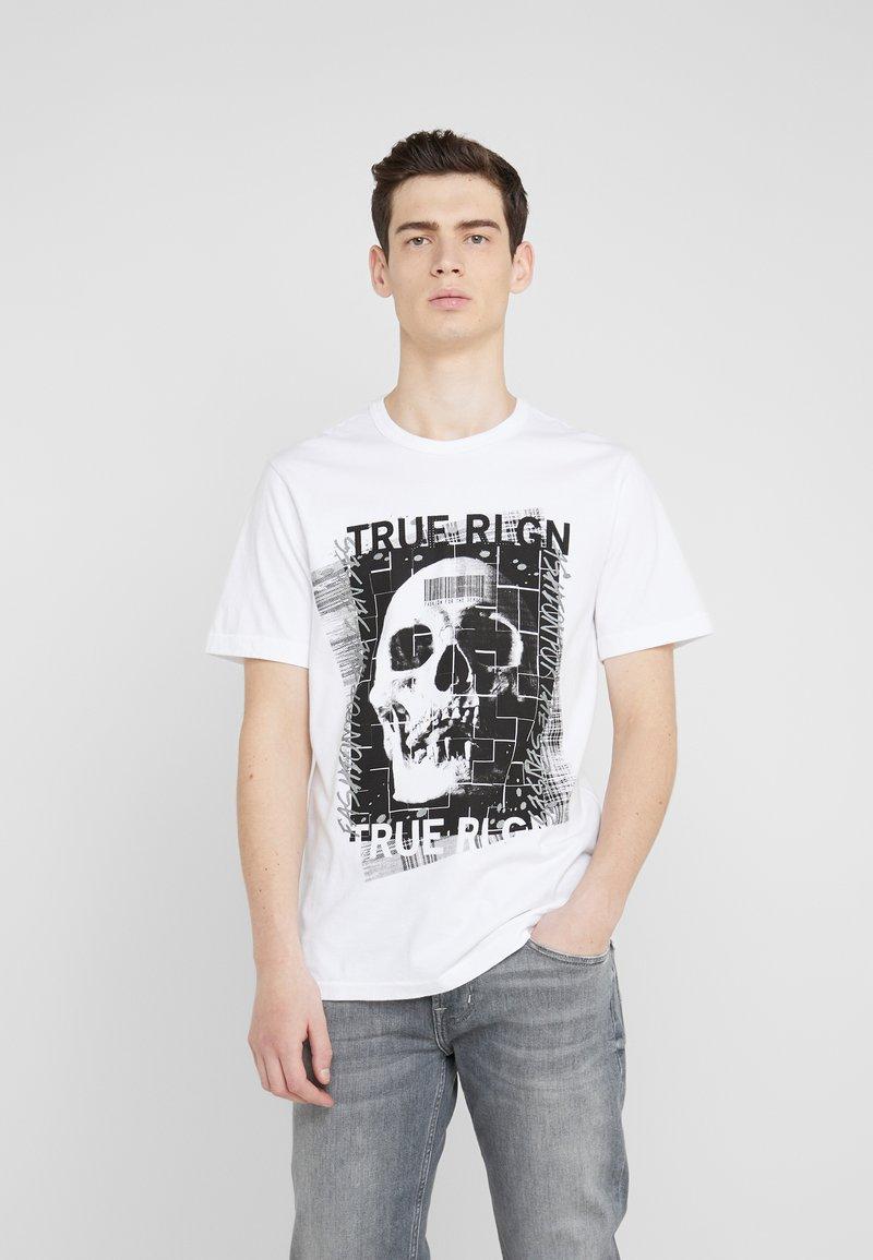 True Religion - EMBELLISHED SKULL TEE - Triko spotiskem - white