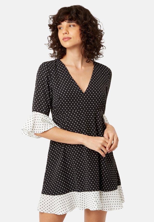 FRILL  MIT STERNENPRINT  - Day dress - black