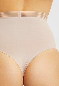 Triumph - INFINITE SENSATION BANDEAU - Shapewear - smooth skin - 4