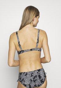 Triumph - CHARM ELEGANCE - Góra od bikini - black combination - 2