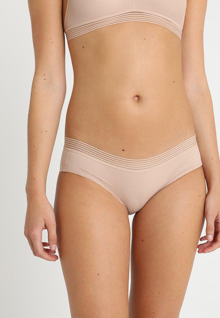Triumph - INFINITE SENSATION HIPSTER - Kalhotky/slipy - smooth skin