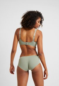 Triumph - ESSENTIAL MINIMIZER HIPSTER - Panties - moss green old - 2