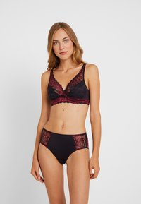 Triumph - AMOURETTE CHARM XMAS MAXI - Panty - red dark combination - 1