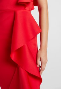 True Violet - LABEL ONE SHOUDER DRESS WITH FRILL - Iltapuku - red