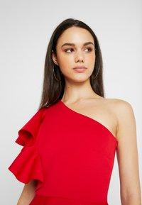 True Violet - TRUE ONE SHOULDER WRAP VOLUME DRESS - Vestido de fiesta - red - 4
