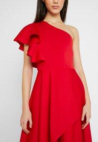 True Violet - TRUE ONE SHOULDER WRAP VOLUME DRESS - Vestido de fiesta - red - 6