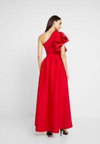 True Violet - TRUE ONE SHOULDER WRAP VOLUME DRESS - Vestido de fiesta - red - 3