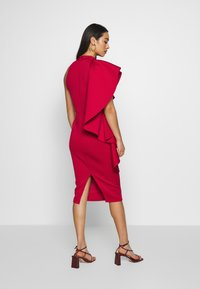 True Violet - TRUE VIOLEY MIDI BODYCON WITH DRAPING SHOULDER FRILL DETAIL - Cocktail dress / Party dress - cherry - 2