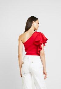 True Violet - TRUE ONE SHOULDER FRILL BODYSUIT - Print T-shirt - red - 2