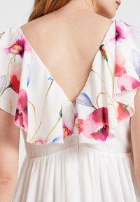 True Violet Maternity - TRUE HI LOW MIDAXI DRESS WITH FRILLS - Maxi šaty - ombre cream - 5