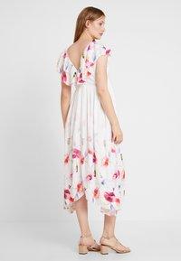 True Violet Maternity - TRUE HI LOW MIDAXI DRESS WITH FRILLS - Maxi šaty - ombre cream - 2