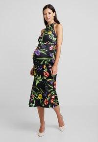 True Violet Maternity - TRUE HIGH NECK MIDI BODYCON WITH PEPLUM - Pouzdrové šaty - black - 0