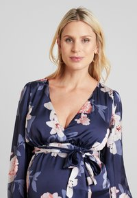 True Violet Maternity - WRAP LONG SLEEVES - Maxi šaty - blue - 3