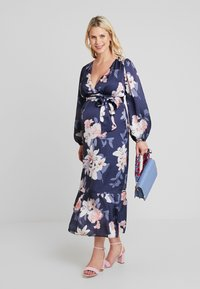True Violet Maternity - WRAP LONG SLEEVES - Maxi šaty - blue - 1