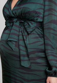 True Violet Maternity - WRAP LONG SLEEVES - Maxikjole - green - 6