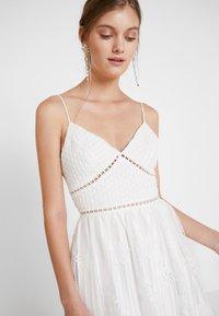 True Decadence - Společenské šaty - white ladder cutwork - 5