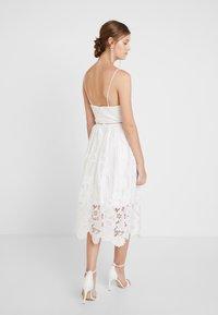 True Decadence - Společenské šaty - white ladder cutwork - 2
