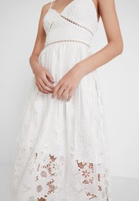 True Decadence - Společenské šaty - white ladder cutwork - 3