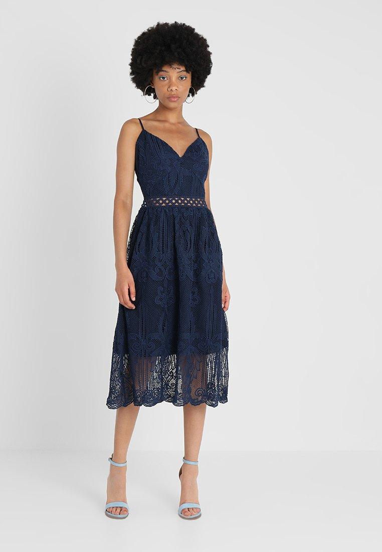 True Decadence Tall - CUT OUT MIDI DRESS - Robe d'été - midnight blue