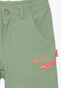 TrollKids - KIDS KJERAG ZIP OFF PANTS - Broek - olive/coral - 4
