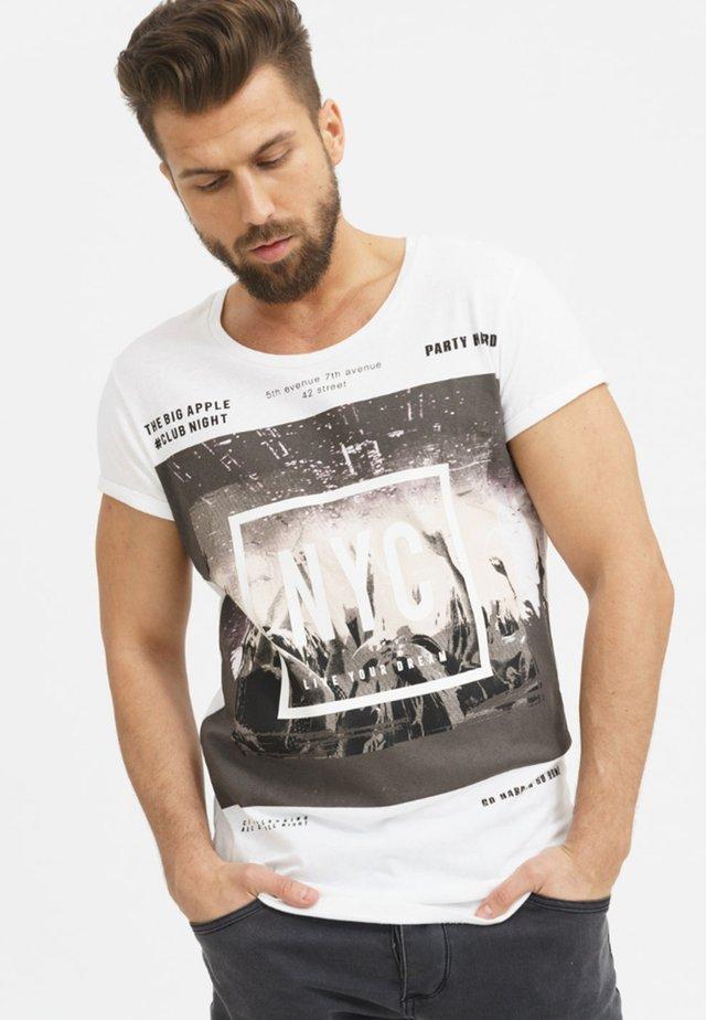 CLUB NIGHT - Print T-shirt - white