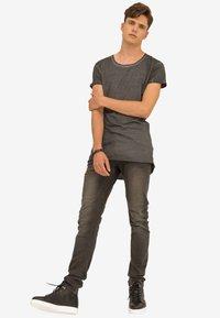 Trueprodigy - Basic T-shirt - anthracite - 1