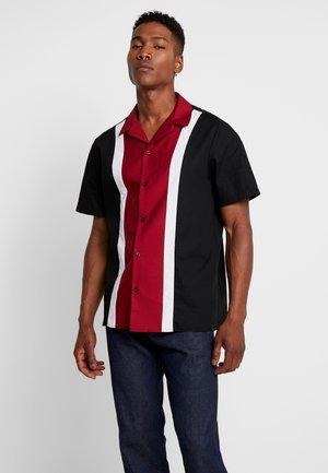 REVERE COLLAR WITH PANELLING - Skjorta - black/white/burgundy