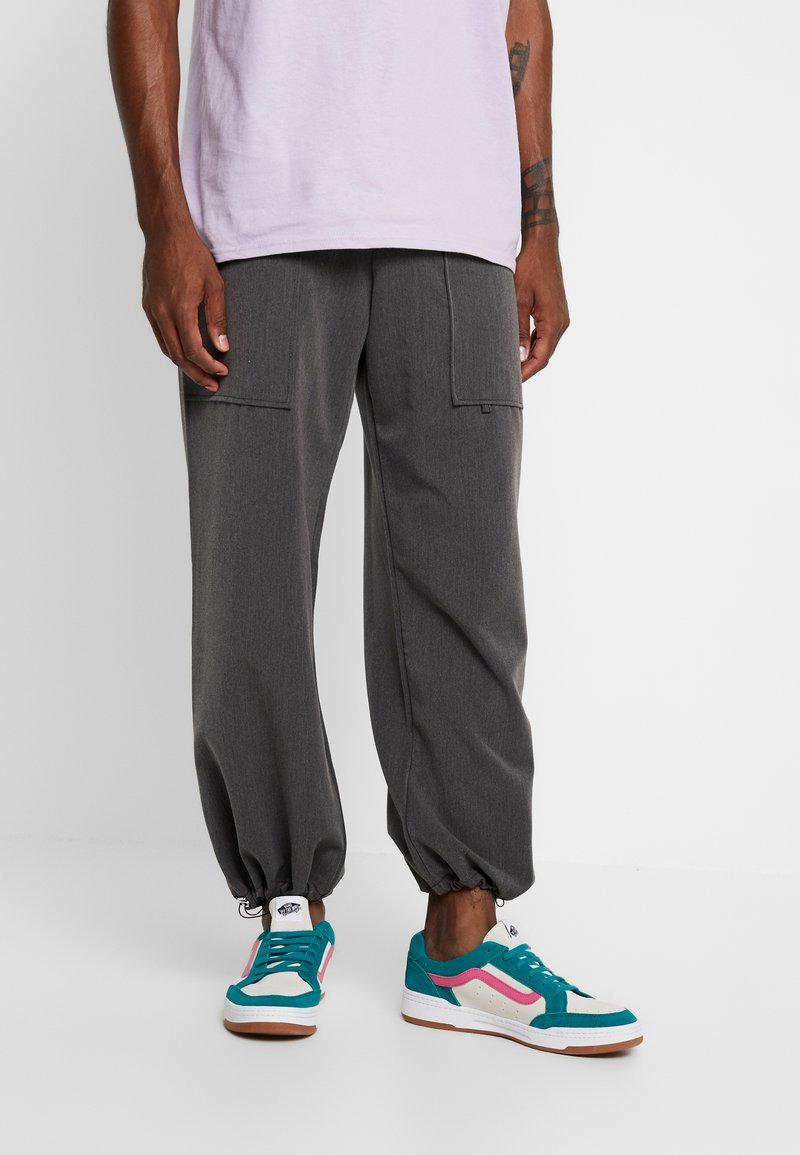 The Ragged Priest - TOUSER WITH CHAIN - Stoffhose - grey