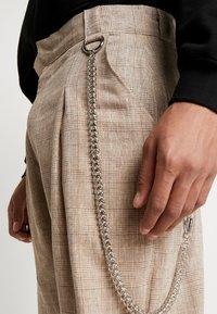 The Ragged Priest - TROUSERS IN BIRGHT  - Pantaloni - brown - 3